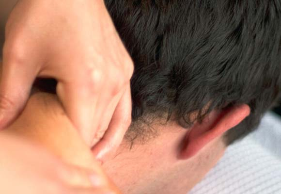 Massage for Lower Neck and Shoulder Pain